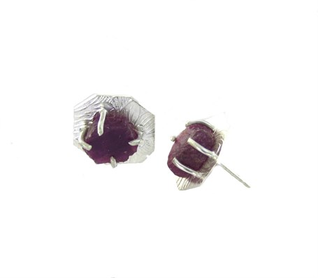 Earrings - Ruby Prong Black 3918