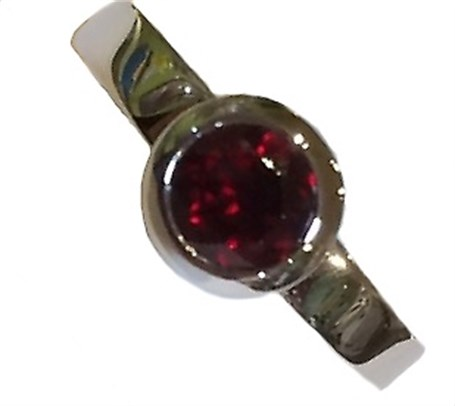 Ring-Stackable Sterling Silver with Garnet /size 6.5